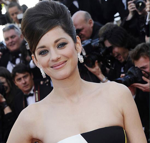 Marion Cotillard wearing the first sustainable Haute Joaillerie pieces of Chopard's Green Carpet collection at the Cannes Film festival in 2013