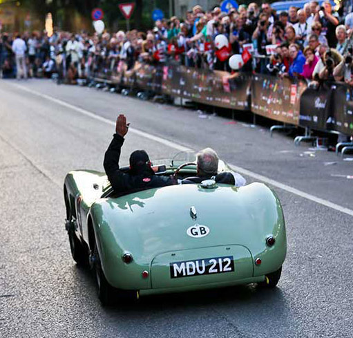 Mille Miglia became a very popular event followed by an entire country.