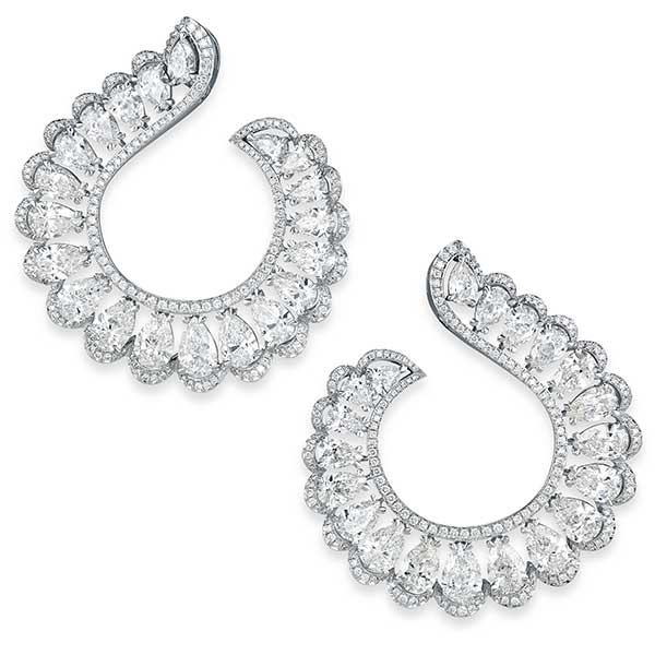 A pair of sparkling diamond silver earrings from the precious lace collection