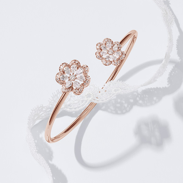 Precious lace bangle in rose gold and diamonds