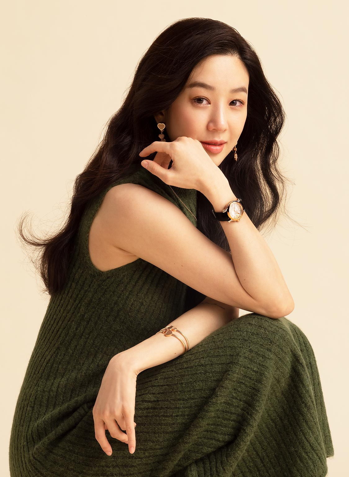 Picture of Ryeo Won in a green dress