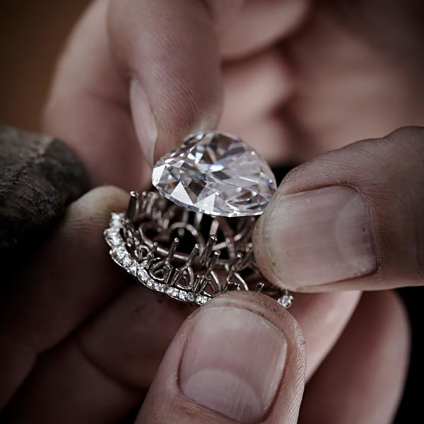 The magnificent 342-carat diamond 'The Queen of Kalahari and how Chopard used it to craft marvelous jewels. 5