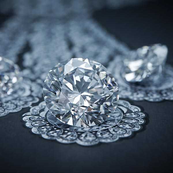 The magnificent 342-carat diamond 'The Queen of Kalahari and how Chopard used it to craft marvelous jewels. 6