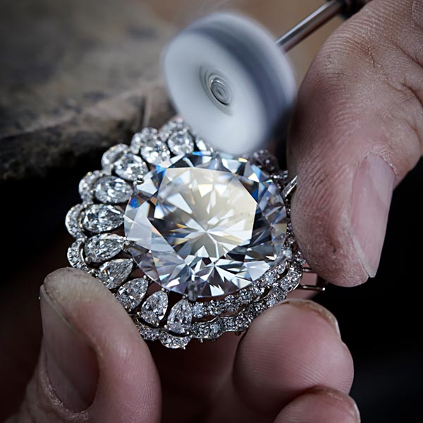 The magnificent 342-carat diamond 'The Queen of Kalahari and how Chopard used it to craft marvelous jewels. 7