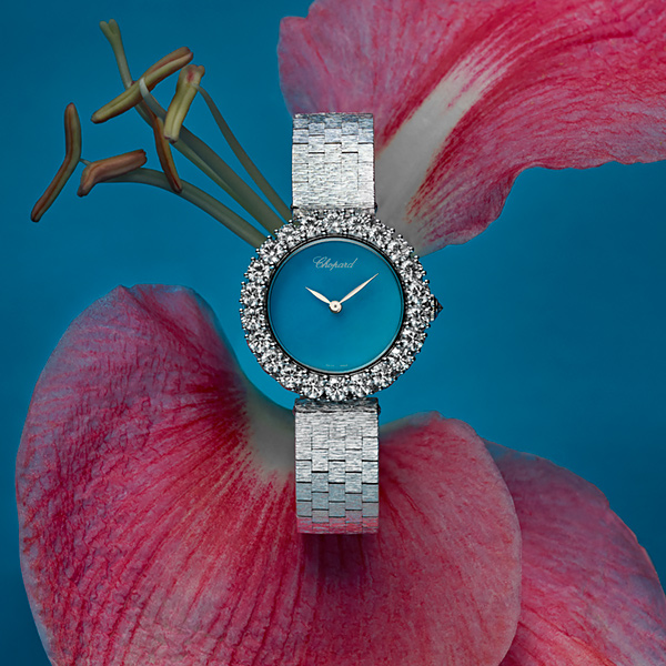L'Heure du Diamant watch showcased in a rose Orchidee