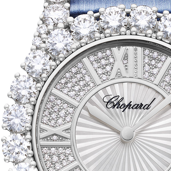 Zoom on the dial and diamonds of a L'Heure du Diamant watch
