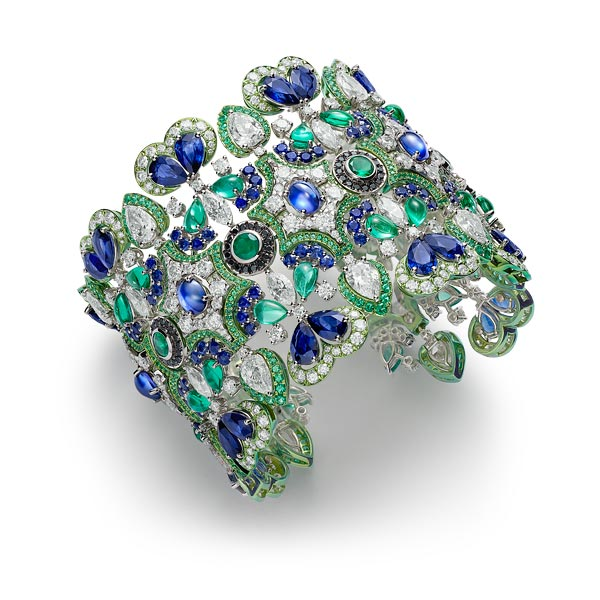 Picture of a bracelet with emeralds, sapphires and diamonds.