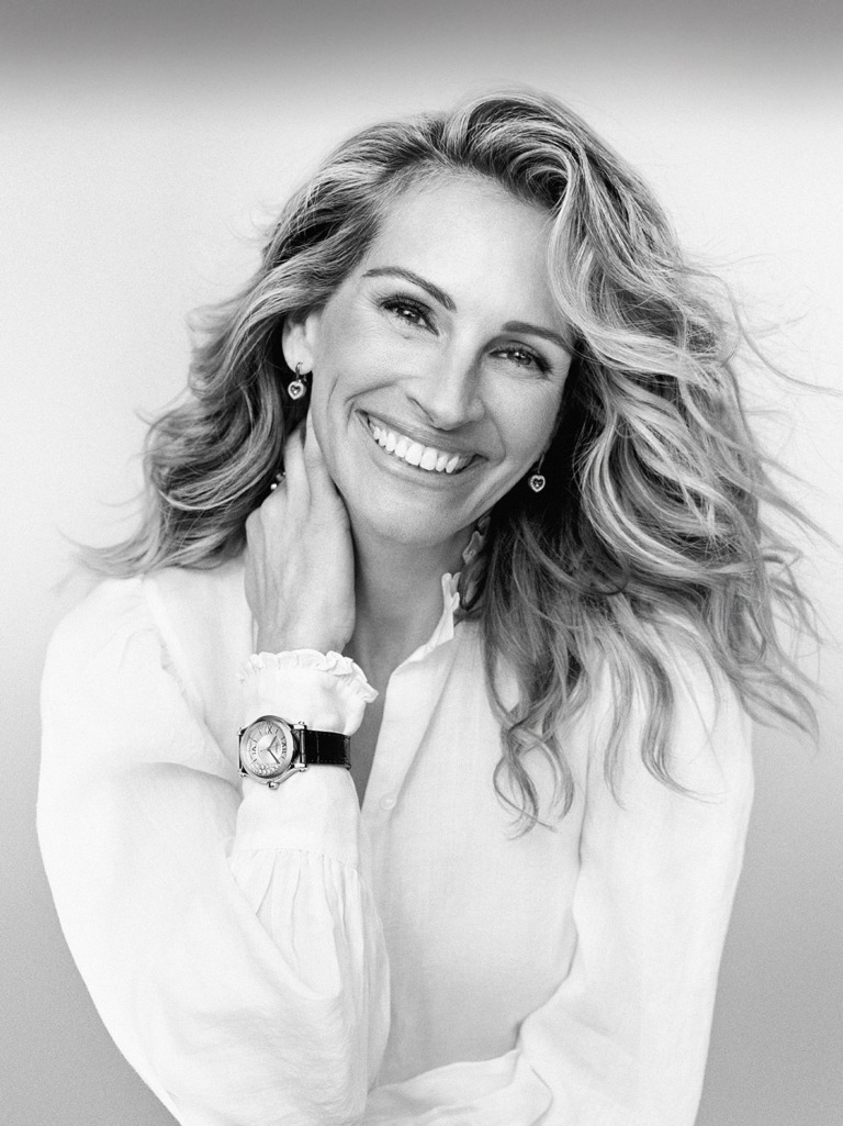 Close-up of Julia Roberts wearing chopard's products